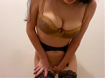 Hot babe fuck her juicy holes with a huge dildo and sucks