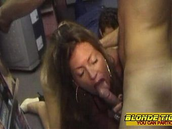This farmer daughter loves anal fist and strapon
