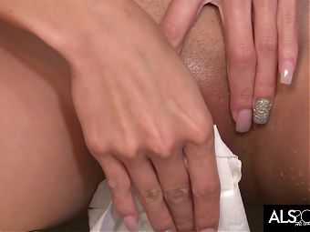 Petite Asian Cutie Pees and Gets Off on Toilet