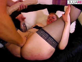 Housekeeper does deepthroat and then anal with the big dick